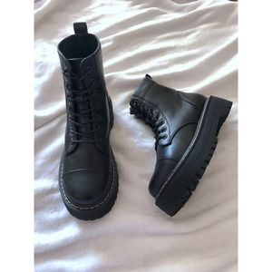 NWOT Steve Madden Pablo Black Combat Chunky Boots